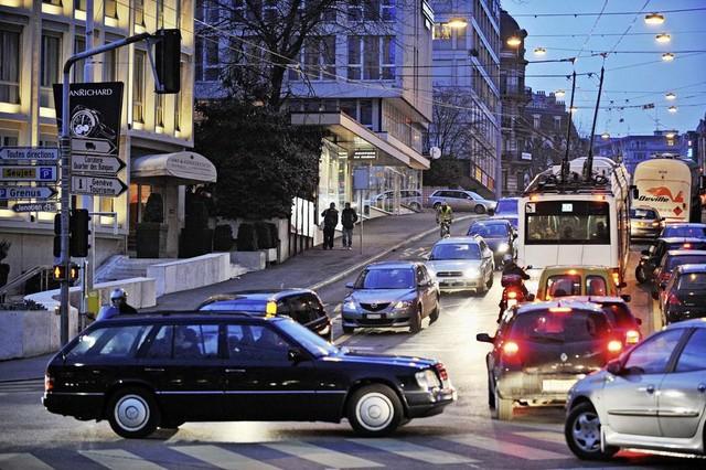 Mobilité à Genève – Les places pour les 2-roues bientôt payantes ?